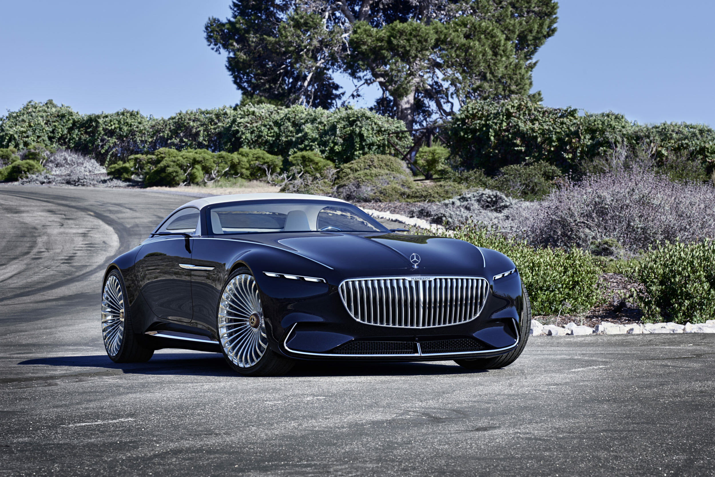 ba278293b8b This benefits the interpretation of the Mercedes-Maybach radiator grille,  which with its fine, vertical struts accentuates the front end.
